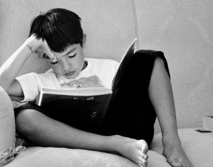 black-and-white-book-child-256548.jpg